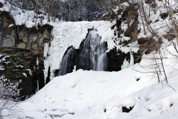 冬のアシリベツの滝